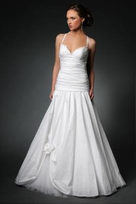 שמלת כלה עם חצאית נמוכה ונפוחה