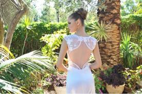 שמלת כלה עם פתח מיוחד בגב