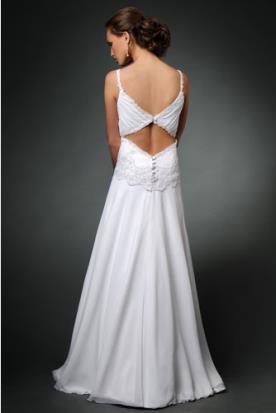 שמלת כלה גב עם פתוח בקישוט כפתורים