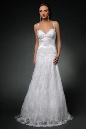 שמלת כלה עם מחשוף לב בסגנון עדין