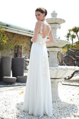 שמלת כלה עם גב מעוטר, פפיון וחרוזים