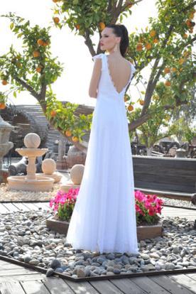שמלת כלה עם קפלים עדינים בגב