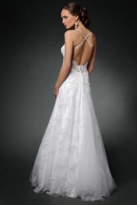 שמלת כלה עדינה עם גב איקס חשוף
