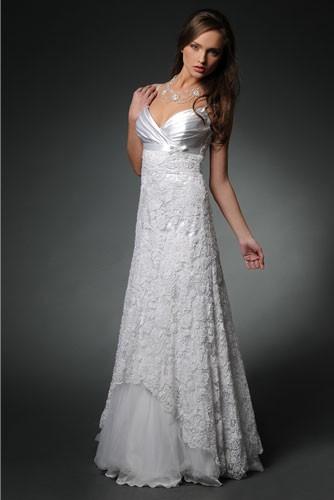 שמלת כלה בגזרת A בשילוב פפיון