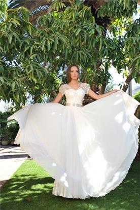 שמלת כלה עם חצאית מנופחת