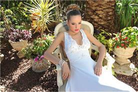 שמלת כלה עם טופ מתחרה וחצאית סאטן