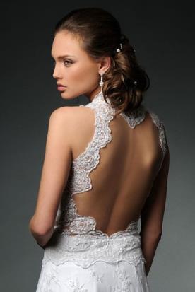 שמלת כלה עם גב פתוח מעוטר תחרה