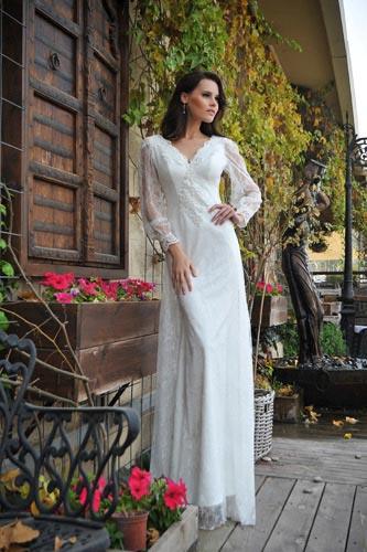 שמלת כלה עם שרוולים ארוכים ונשפכים