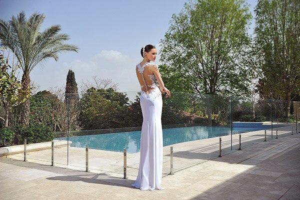 שמלת כלה עם גב חשוף ונמוך
