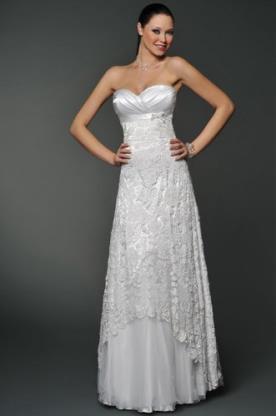 שמלת כלה אמפייר מעוטרת תחרה