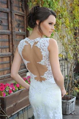 שמלת כלה עם גב פתוח בקישוט מעגלים