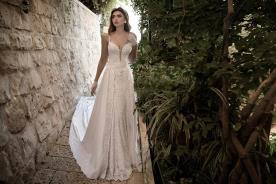 שמלת כלה תחרה ושובל משי