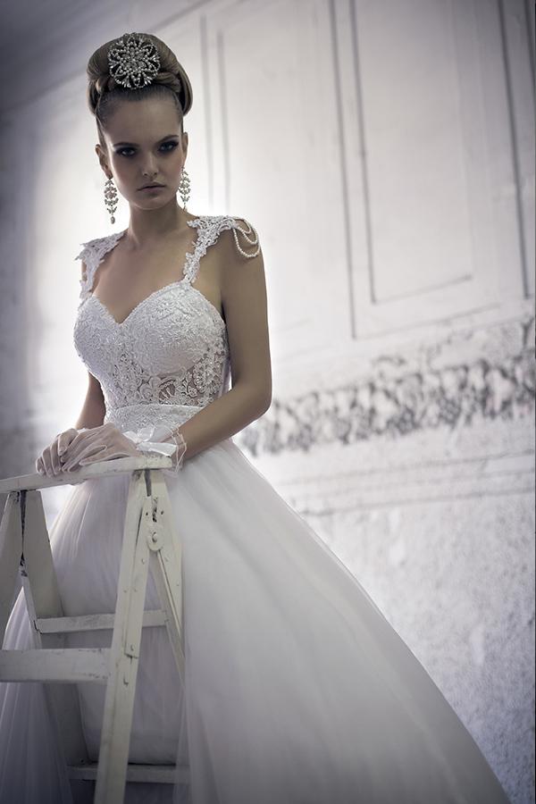 שמלת כלה כתפיות עם שרשראות