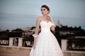 שמלת כלה מחוך מחשוף עדין