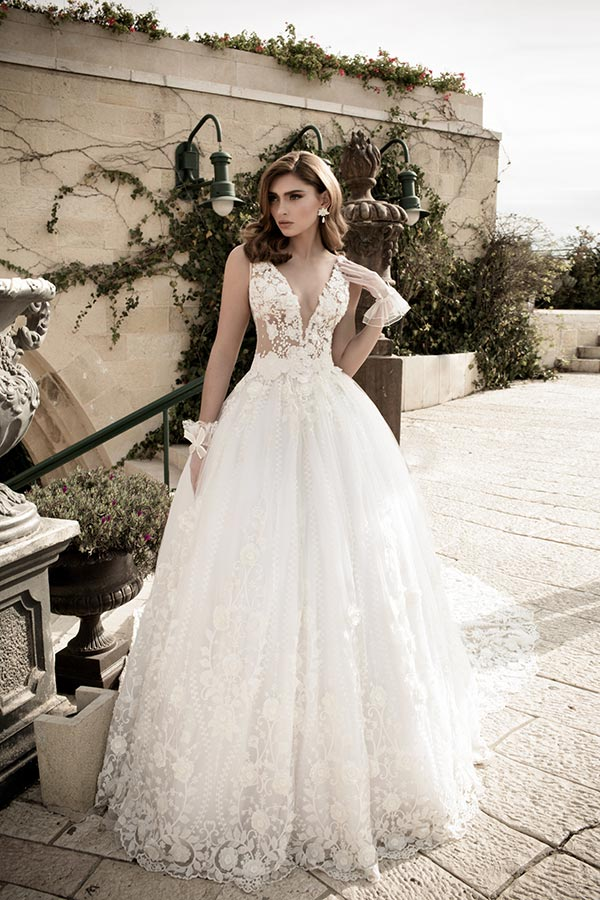 שמלת כלה פרחונית עם נפח