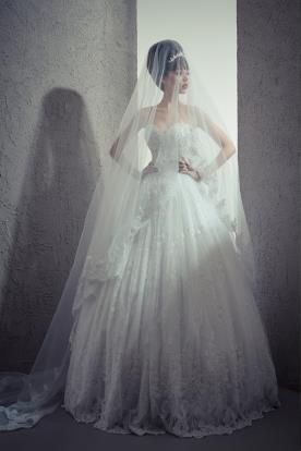 שמלת כלה סטרפלס וכיווצים