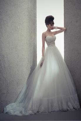 שמלת כלה מחוך שקוף וחאצית נפוחה