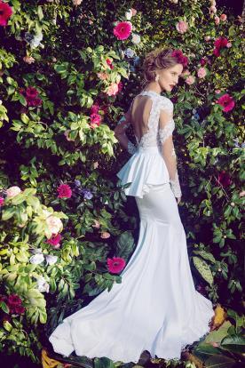 שמלת כלה פפלום גב חשוף