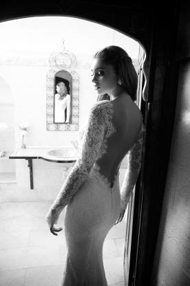 שמלת כלה גב חשוף ושרוולים