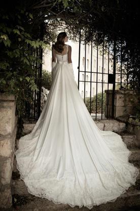 שמלת כלה שובל משי ארוך