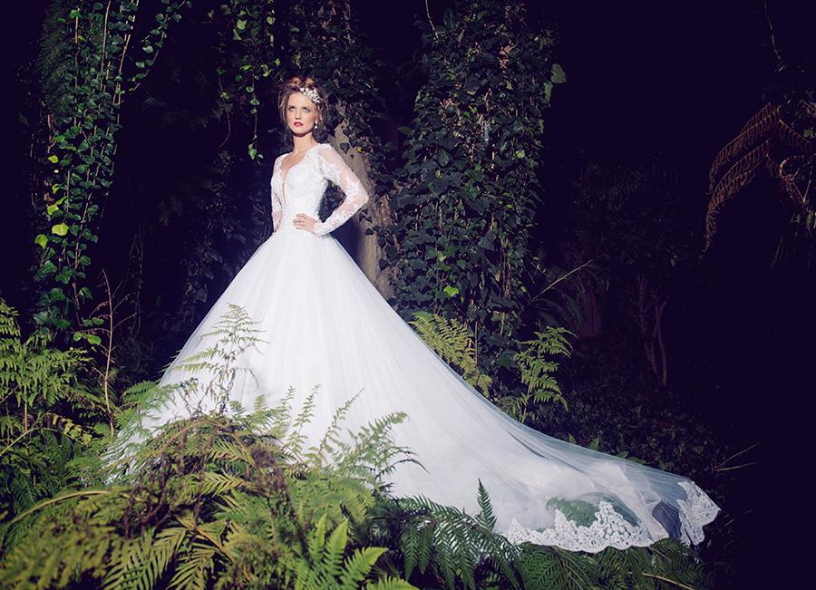 שמלת כלה שובל טול סיומת תחרה