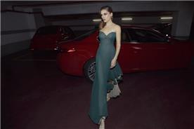 שמלת סטרפלס בצבע אפור כהה