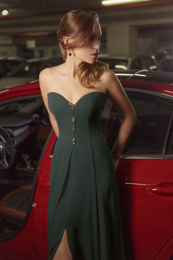 שמלת ערב אפורה במראה קלאסי