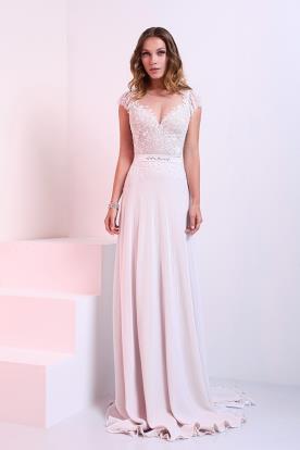 שמלת כלה עם מחשוף וחצי שרוול