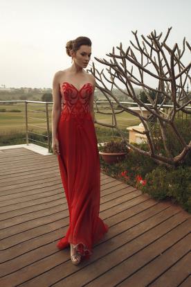 שמלת ערב אדומה עם מחוך