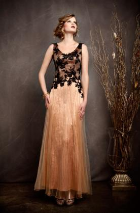 שמלת ערב פליסה בצבע כתום בשילוב תחרה שחורה