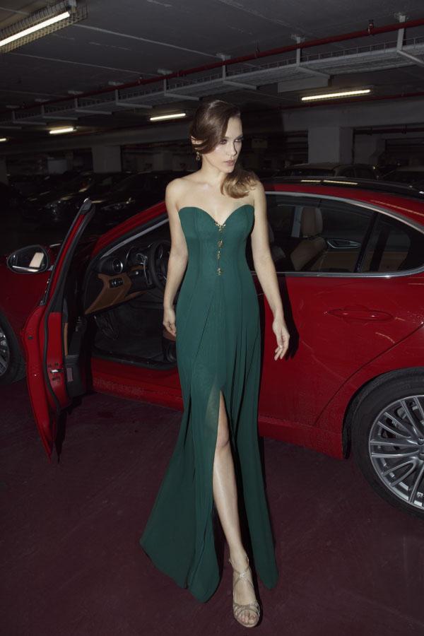 שמלת ערב סטרפלס עם שסע