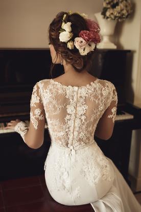 שמלת כלה פפלום ושרוולים