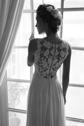 שמלת כלה עם גב פרחים מחורזים