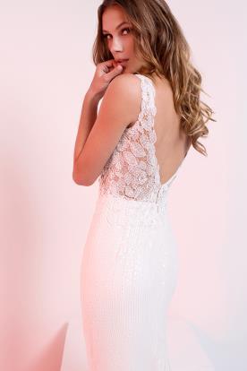 שמלת כלה עם מחשוף גב משולש