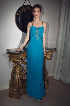 שמלת ערב כחולה נשפכת