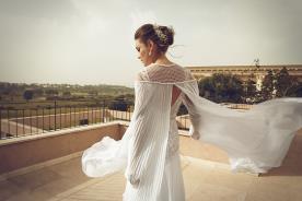 שמלת כלה עם עליונית פליסה