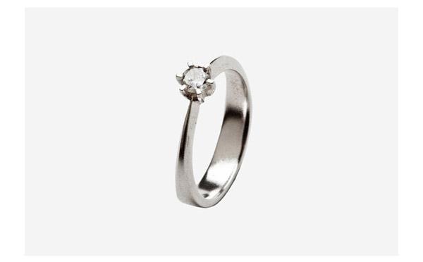 טבעת אירוסין משובצת קלאסית