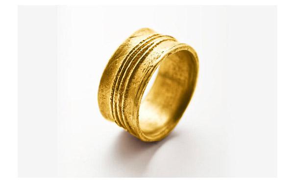 טבעת נישואין עבה מעוטרת