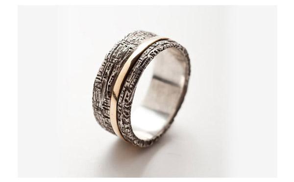 טבעת נישואין מעוטרת עבה