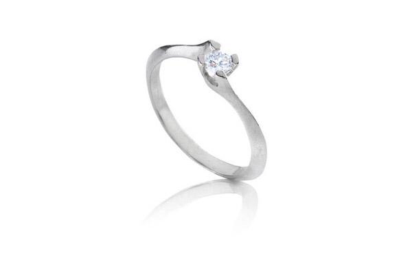 טבעת אירוסין עדינה מזהב לבן