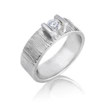 טבעת אירוסין טקסטורת קווים