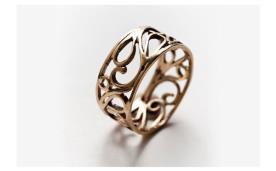 טבעת עבה עם קישוטי ספירלה
