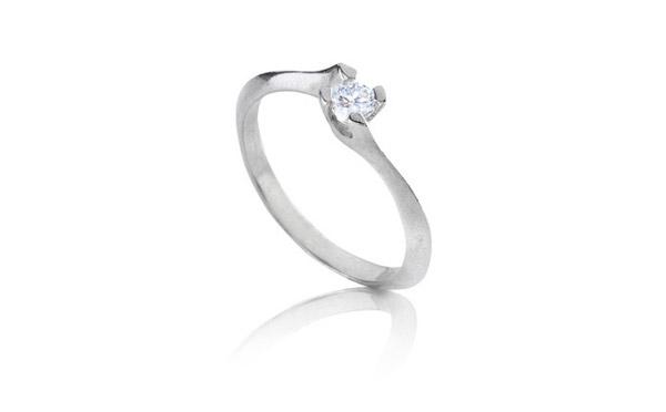 טבעת אירוסין צרה עדינה