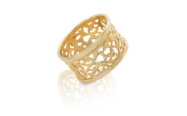 טבעת זהב צהוב עם תבליט