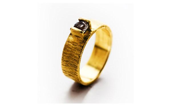 טבעת סוליטייר עבה משובצת