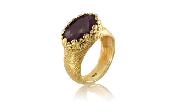 טבעת אירוסין משובצת יהלום שחור