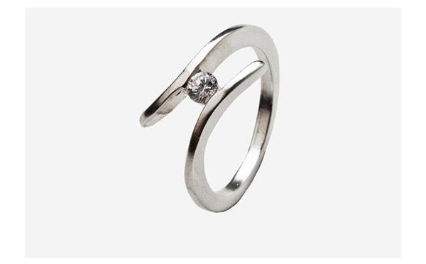 טבעת אירוסין זהב לבן טוויסט