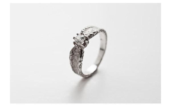 טבעת אירוסין מודרנית עדינה