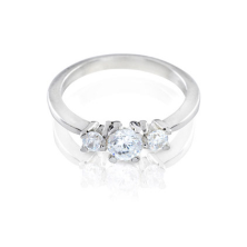 טבעת אירוסין כסופה שלוש אבנים