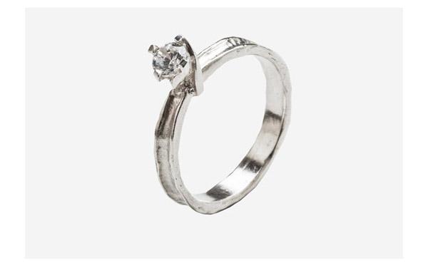 טבעת אירוסין בעיצוב מודרני